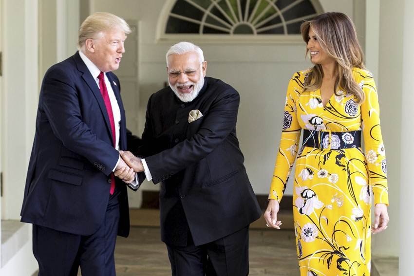 donald-trump-with-modi