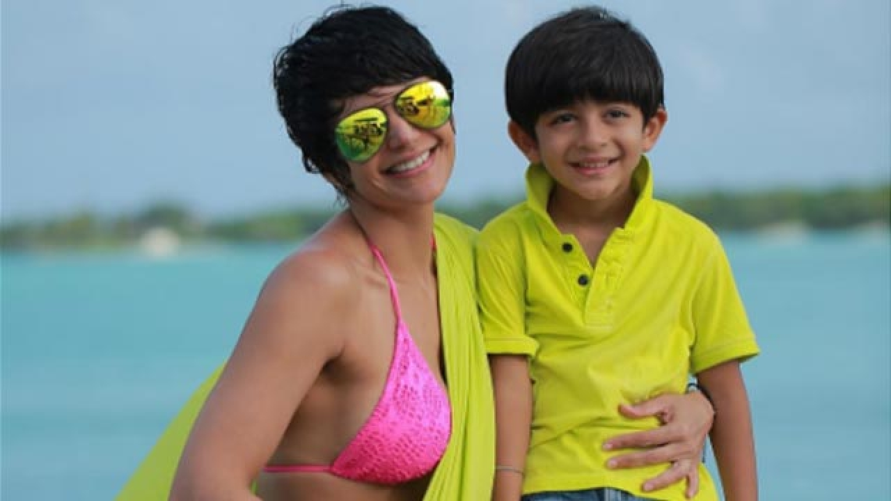 Mandira Bedi Jolly Bomb Shake Dance with Son