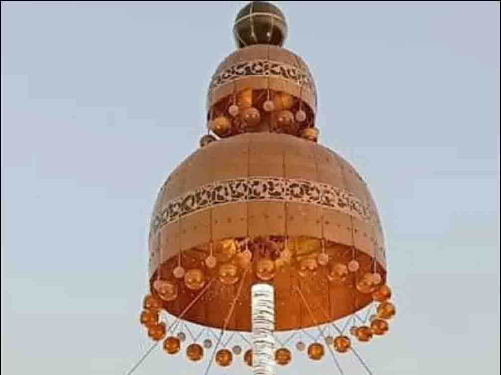 Found 'Jhumka' dropped in Bareilly's bar, decorated at the crossroads; The branding was done in the famous song 'Jhumka Gira Re ..' which came in 1966.
