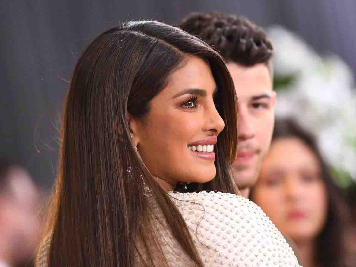 Priyanka chopra got trolled for her bold outfit in grammy awards