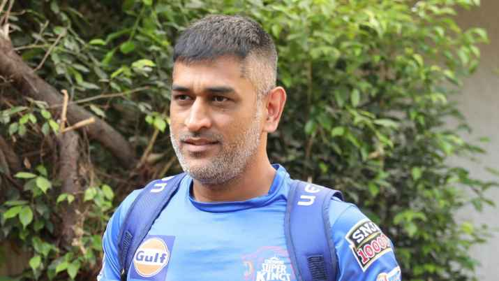 After changing the dates of ipl ms dhoni met his fans in this style