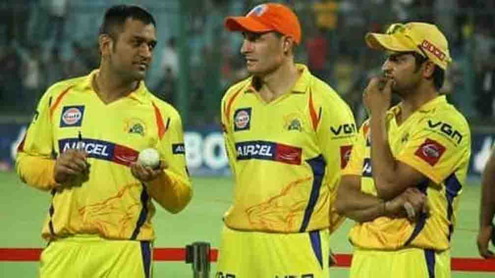 Michael Hussey praised Dhoni's captaincy