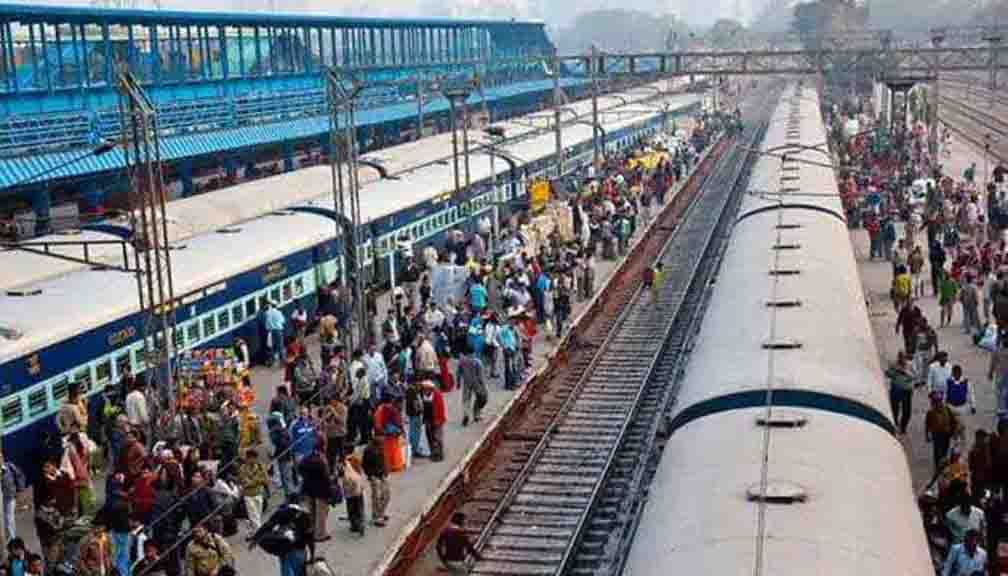 Local train service started in Mumbai after 86 days