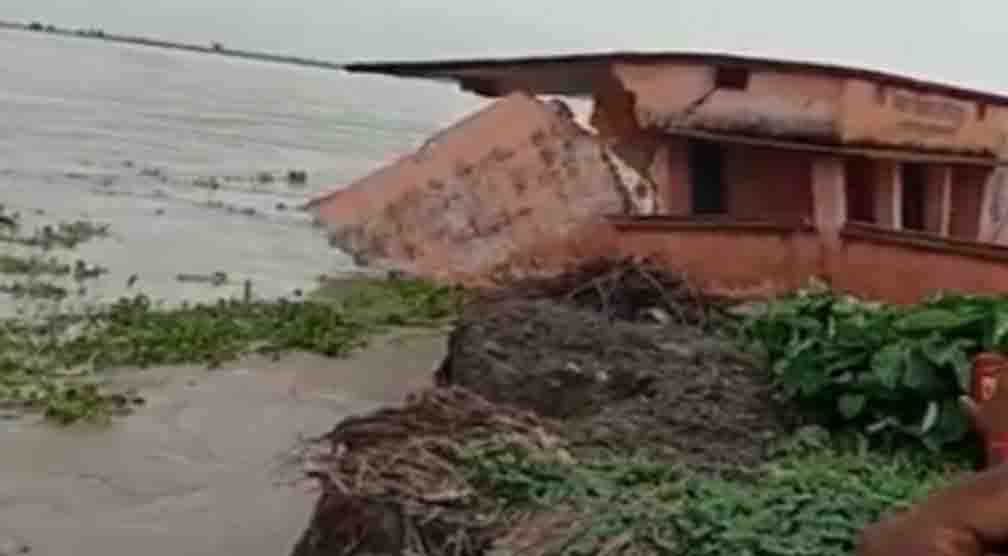 The middle school of Govindpur dissolved in the river upon seeing