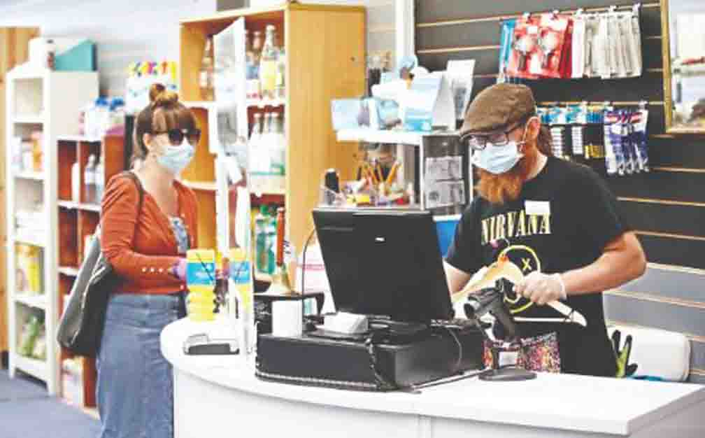 100 pounds fine for not applying face mask inside shop in England