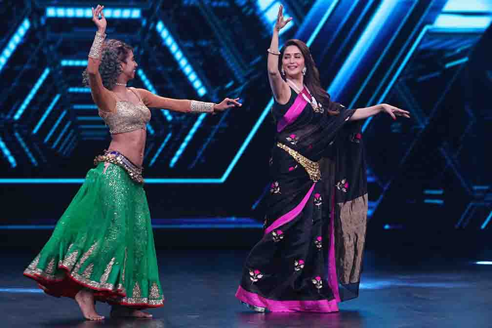 Madhuri Dixit performs belly dance on Womania Song
