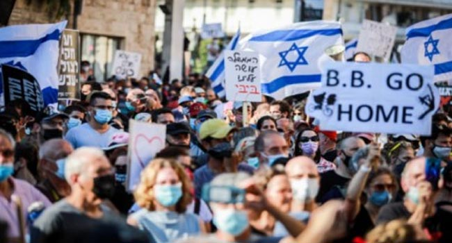 Thousands protested against Netanyahu after lockdown exemption
