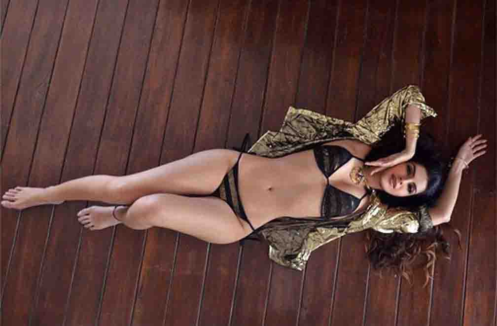 Fascinating style seen in Sonali Raut's pictures