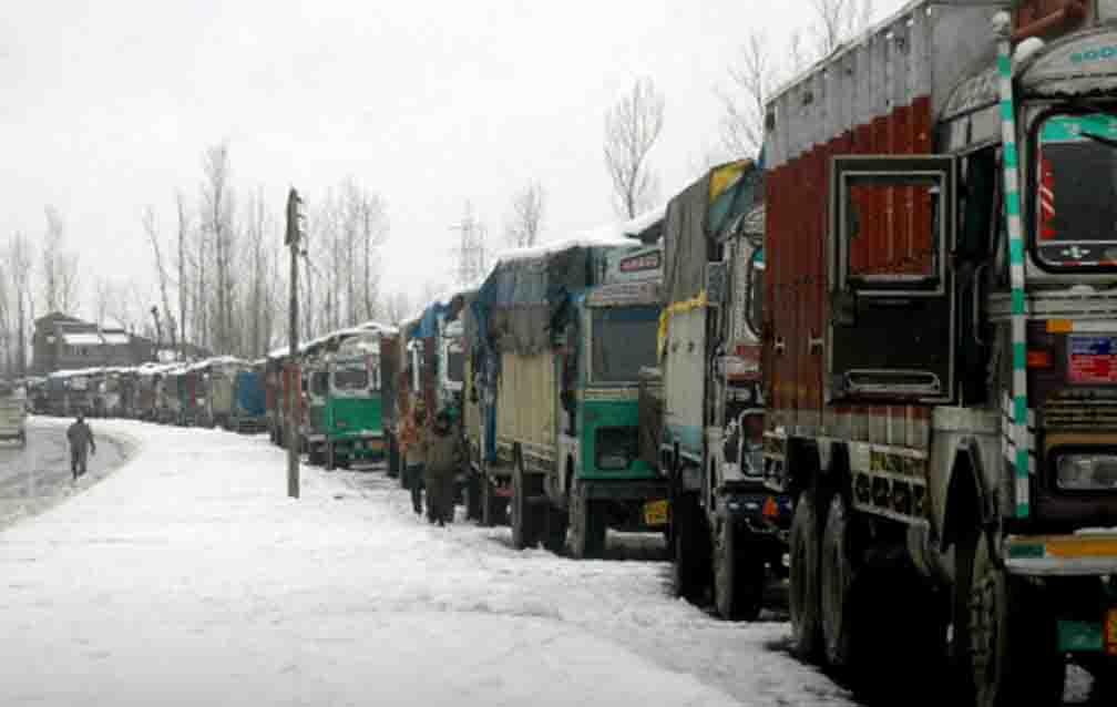 Jammu-Srinagar highway gets jammed due to snowfall; up to 10 inches of snow set