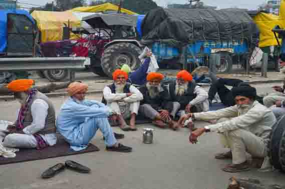 Local people came to demand demonstrator farmers to be removed from the Singhu border