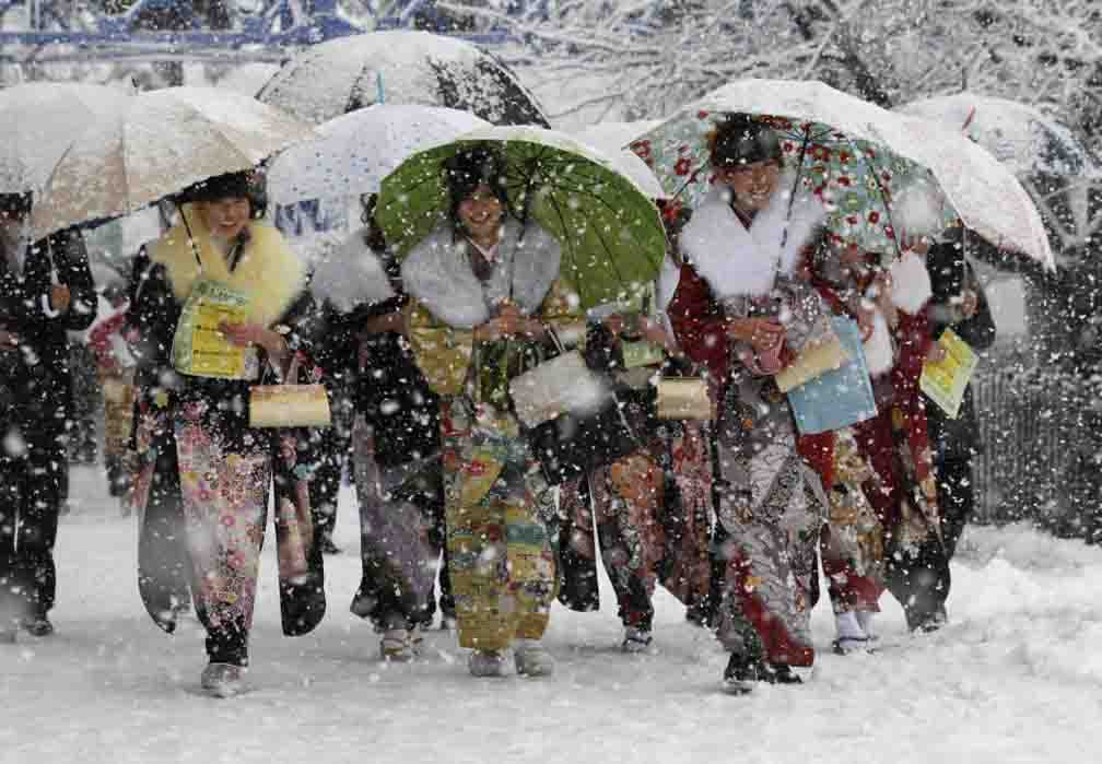 Nearly 100 flights canceled due to heavy snowfall and strong winds in northern part of Japan
