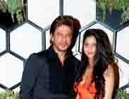 Shahrukh Khan arrives at Suhana to leave the airport in a new car