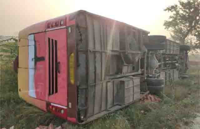 25 people injured in Amethi bus overturn, two in critical condition