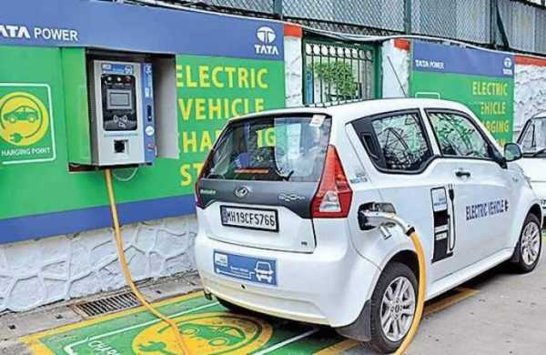 Delhi government will build 100 e-vehicles charging station, tender continues