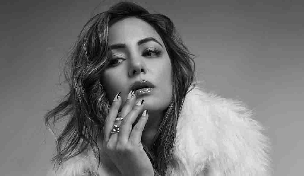 Hina Khan shares photos in black and white dress, says - Hot fashion keeps me warm