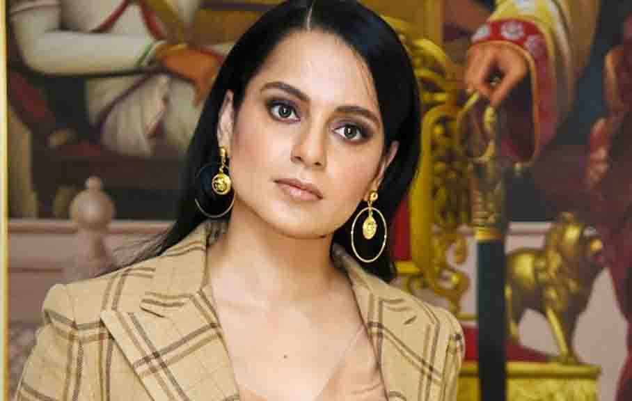 Kangana in the table for shooting of Dhakad