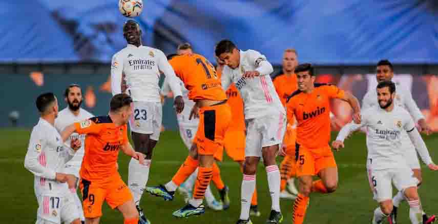 Real Madrid held on for another win, beating Valencia 2–0