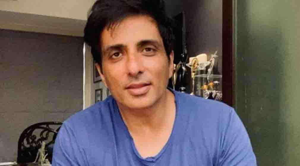 Sonu Sood showed the road named after mother, reached the street where childhood was spent at two and a half hours