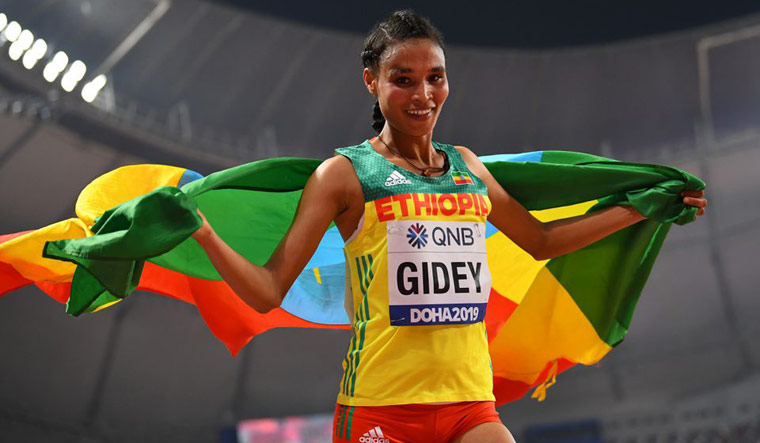 Gide's new world record in women's 10,000 meters